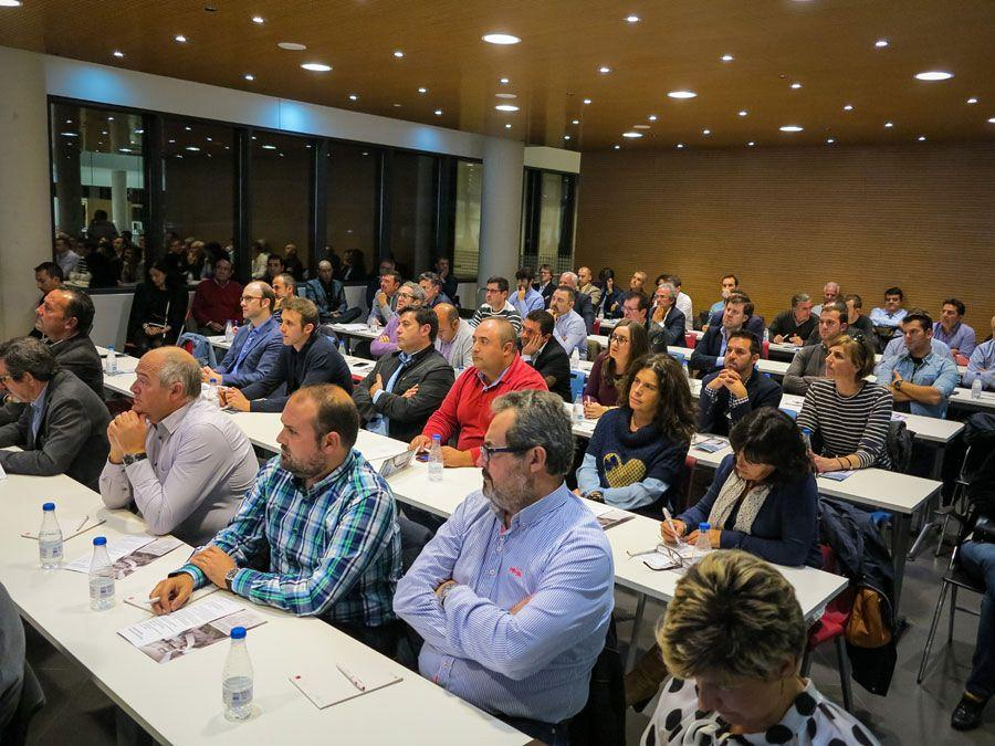 Actiu hosts a meeting between a hundred entrepreneurs and president of the Valencian government 9
