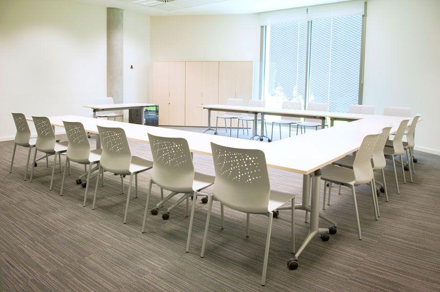 Actiu equipa la nueva sede del banco sabadell for Oficina de empleo sabadell