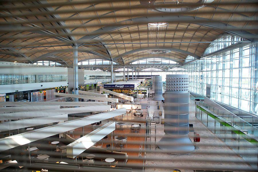 Actiu furnishes the new airport in Alicante 8