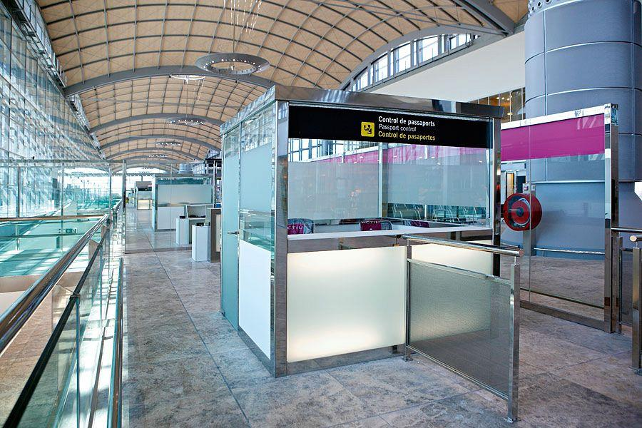 Actiu furnishes the new airport in Alicante 9