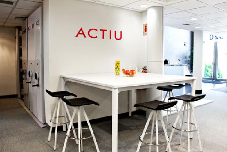 a space which furthermore presents the latest designed and manufactured products by the spanish company specialised in furniture actiu furniture