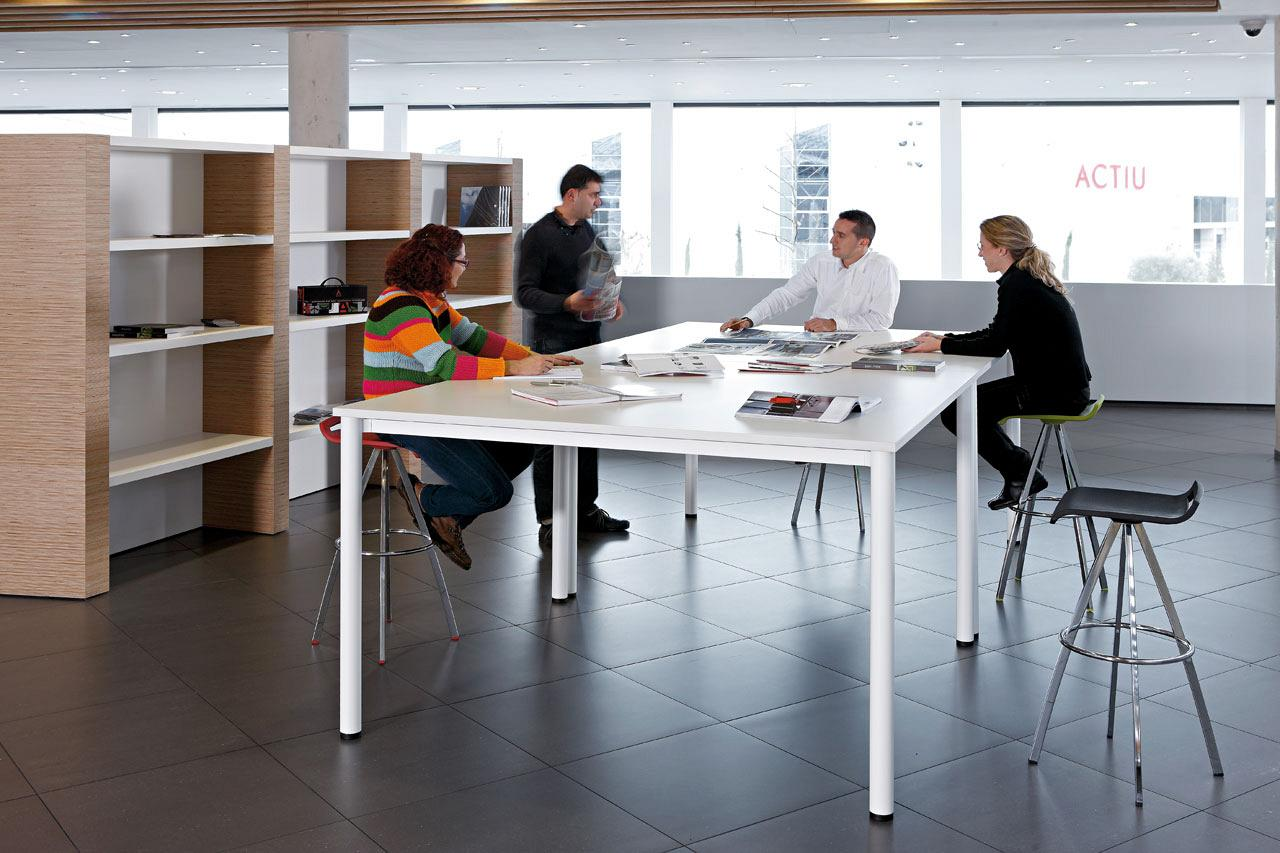 Cool e100 a program of versatile desks with minimalist design