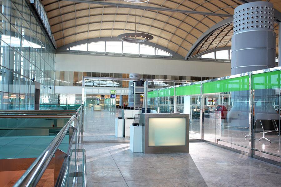 Aeropuerto de alicante arquitectura bioclim tica y for Oficina de empleo alicante