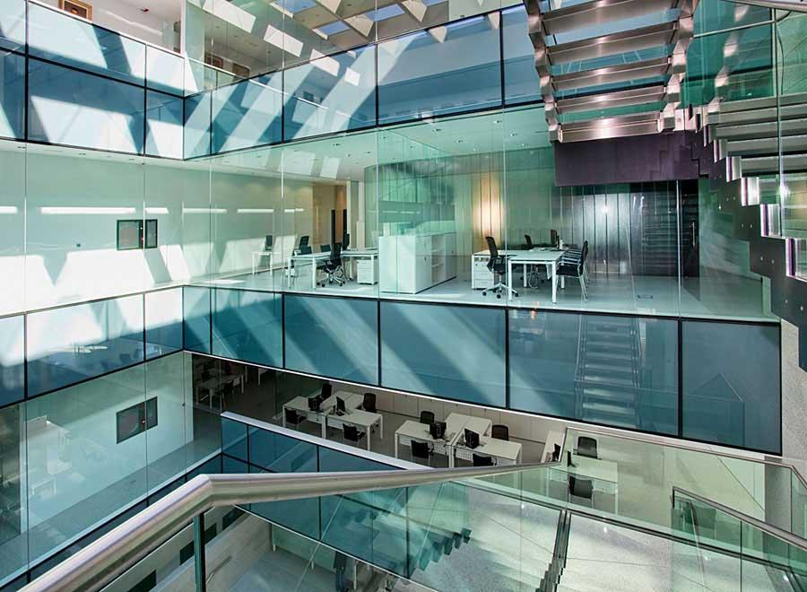 C mara comercio alicante el cristal la luz y la ligereza for Oficina de empleo alicante