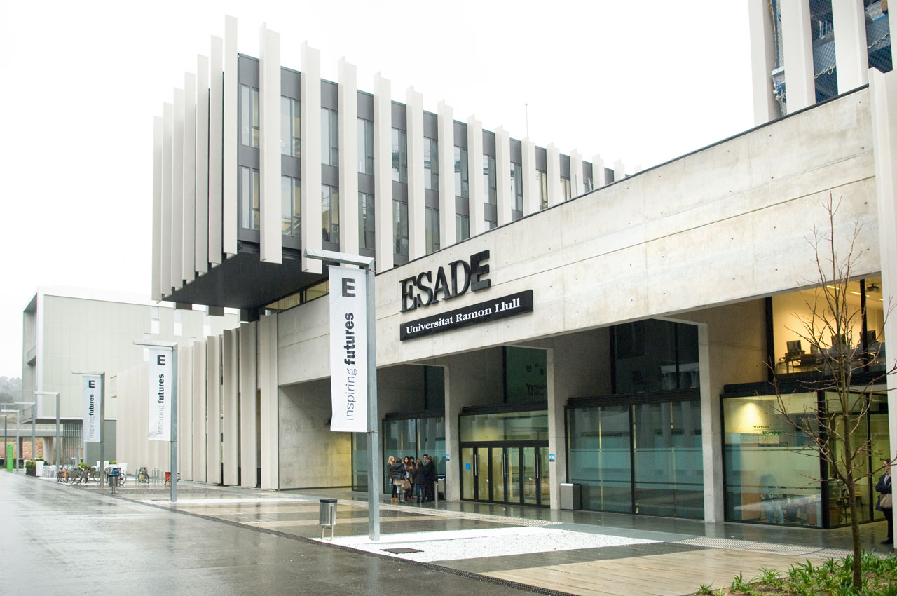 多功能课桌椅,改变ESADE工程管理学院
