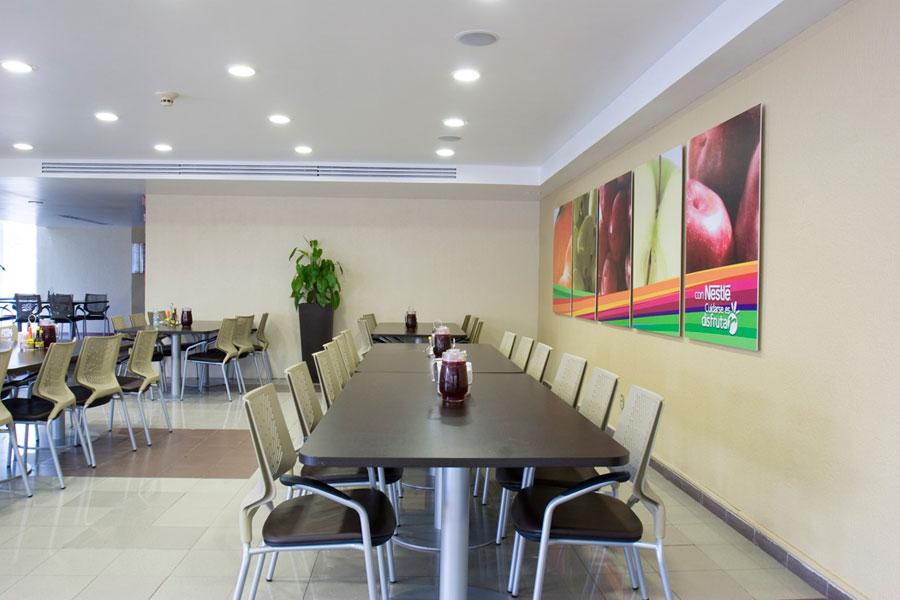 Nestl una amplia y luminosa zona de comedor y cafeter a for Bankia buscador de oficinas
